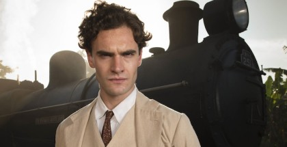 ITV STUDIOS PRESENTSJEKYLL AND HYDEEPISODE 1Pictured :  TOM BATEMAN as Jekyll and Hyde.Photographers: DES WILLIE and JON HALL.This image is the copyright of ITV and must be credited. The images are for one use only and to be used in relation to JEKYLL AND HYDE, any further usage could incur a fee.