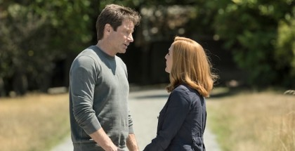 "THE X-FILES:  L-R:  David Duchovny and Gillian Anderson in the ""Babylon"" episode of THE X-FILES"