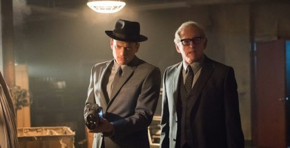 "Wentworth Miller as Leonard Snart and Victor Garber as Dr. Martin Stein.DC's Legends of Tomorrow 1, ep. 8 ""Night of the Hawk"""