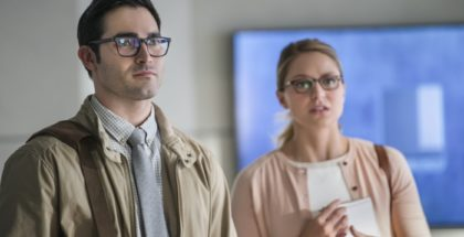 "Tyler Hoechlin as Clark Kent/Superman and Melissa Benoist as Kara Danvers/Kara Zor-El/Supergirl.Supergirl 2, ep. 1 ""The Adventures of Supergirl"""