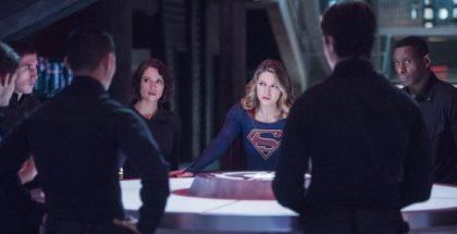 "Chyler Leigh as Alexandra ""Alex"" Danvers, Melissa Benoist as Kara Danvers/Kara Zor-El/Supergirl and David Harewood as Hank Henshaw.Supergirl 2, ep. 11 ""The Martian Chronicles"""