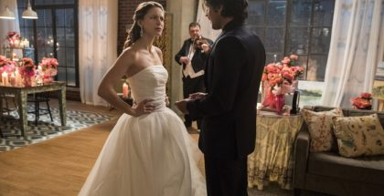 "Melissa Benoist as Kara Danvers/Kara Zor-El/Supergirl and Peter Gadiot as Mr. Mxyzptik.Supergirl 2, ep. 13 ""Mr. & Mrs. Mxyzptlk"""
