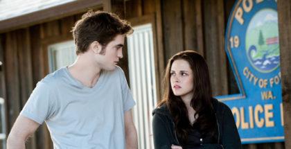 ROBERT PATTINSON (Edward Cullen) & KRISTEN STEWART (Bella Swan)