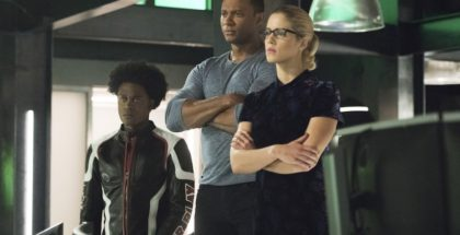 "Arrow  season 6  ep.9 - ""Irreconcilable Differences"" © 2017 Warner Bros. Entertainment, Inc. Echo Kellum as Curtis Holt/Mr. Terrific, David Ramsey as John Diggle/Spartan & Emily Bett Rickards as Felicity Smoak"